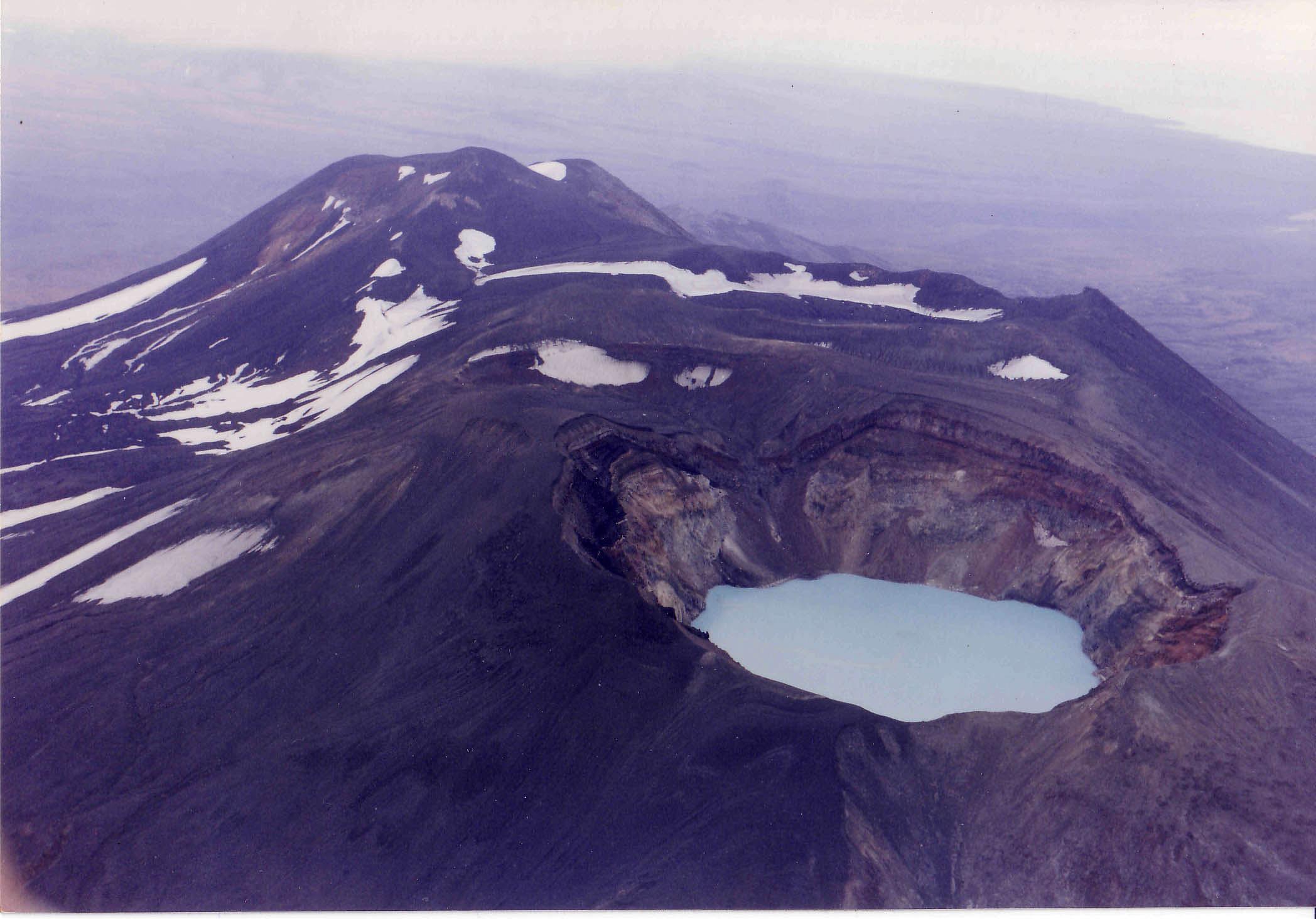 Maliy Semyachik volcano